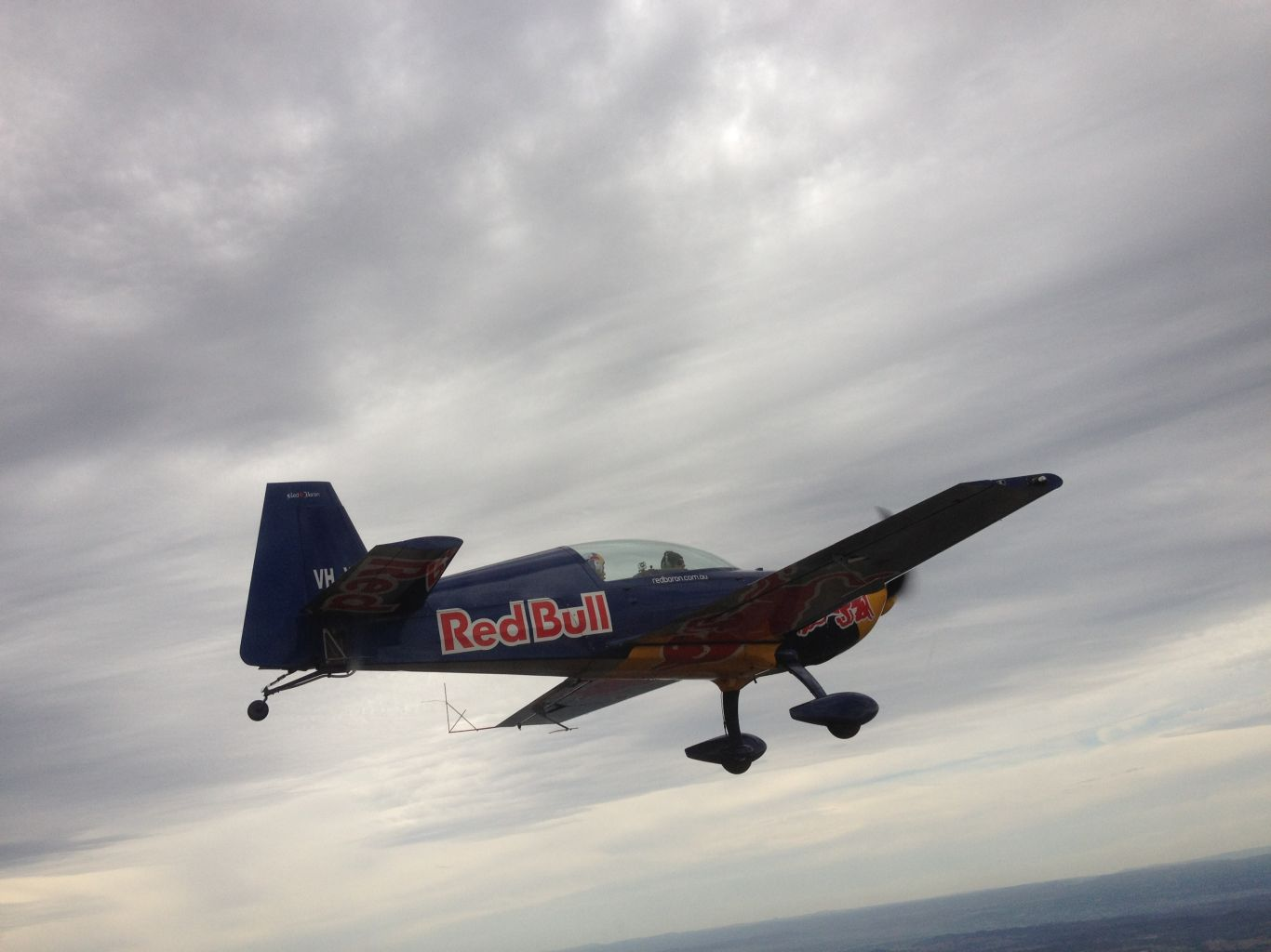 Formation flying, Alpha 160 and a Red Bull Extra!